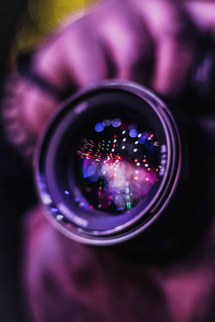 focus photo of camera lens